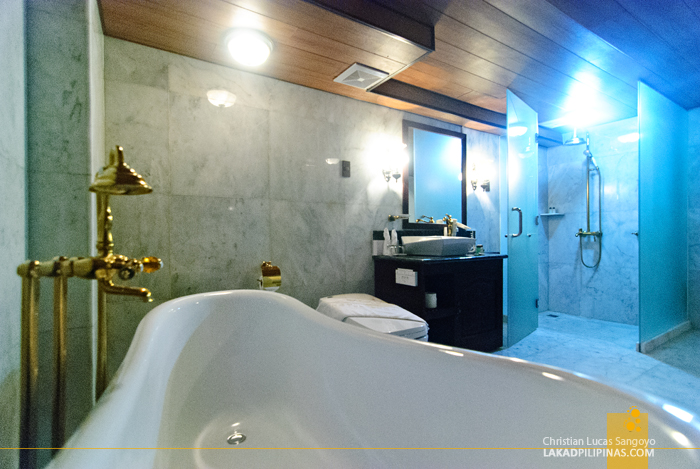 Toilet and Bath at Hotel Luna in Vigan