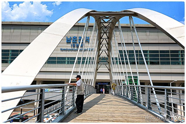 Namchucheon station bridge street shot korea  . . . #namchucheon #namchucheonstation #station #train #trainstation #architect #architecture #architecturephotography #korea #koreacity #koreatrip #koreatravel #landscape #landscapephotography #landscapearchi