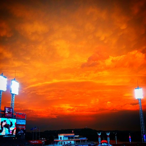 The sky in downtown Cincinnati right now is crazy beautiful! #GABP #Reds