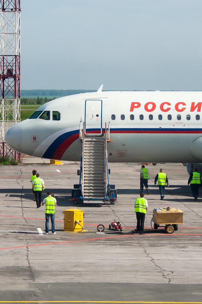 Москва. Вылет задерживался, делать было нечего. Трап подали :)
