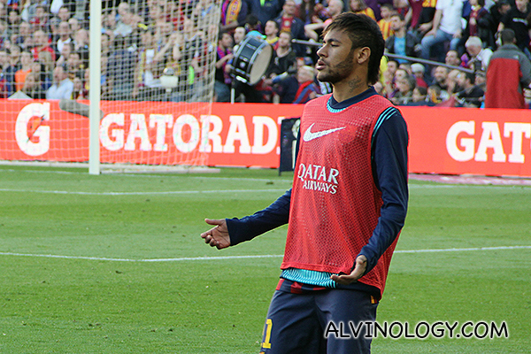 Neymar praying