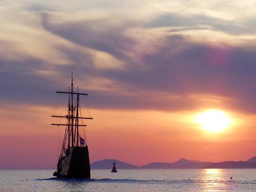 sunset sea sky sun mer de soleil boat coucher croatia ciel bateau cavtat croatie hrvatska dalmatia dalmatie flickraward flickraward5 flickrawardgallery