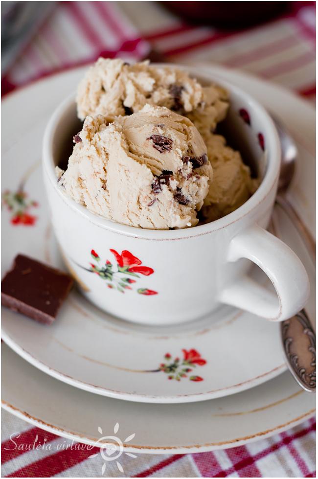 Kavos ledai su pieniško šokolado gabaliukais (3)