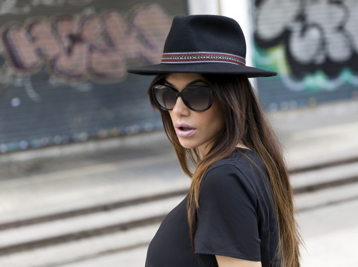 street style barbara crespo all black asymmetric romwe dress fashion blogger outfit blog de moda