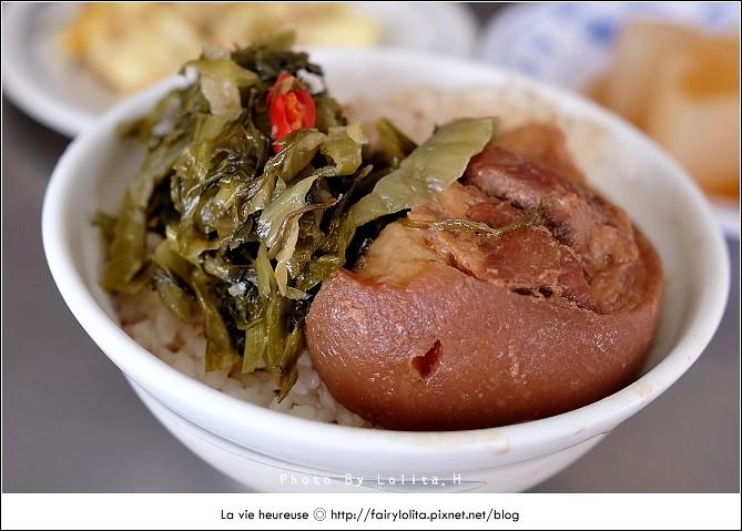 14720001129 0c5b676e42 b - 《台中♥食記》蕭爌肉飯 大川醬油。在地排隊店,讓人一吃就上癮的銅板小吃