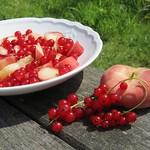 ©Red currant peach salad