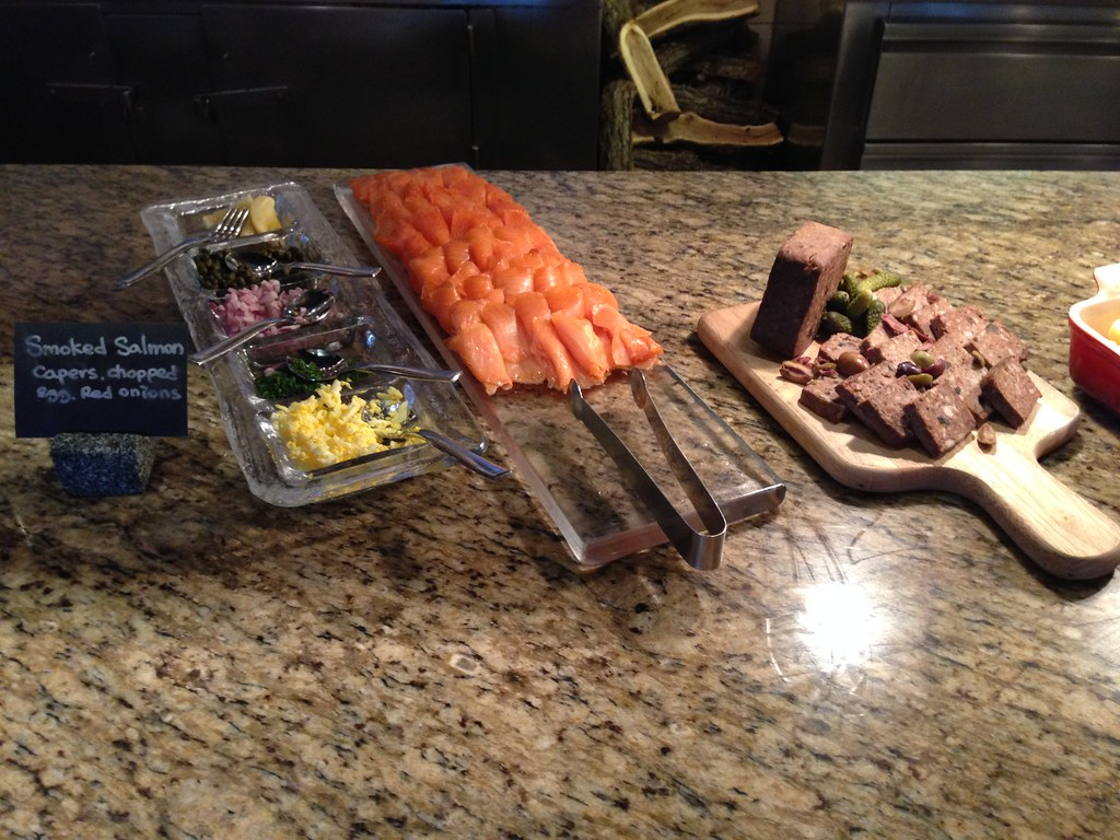 Smoked salmon and condiments