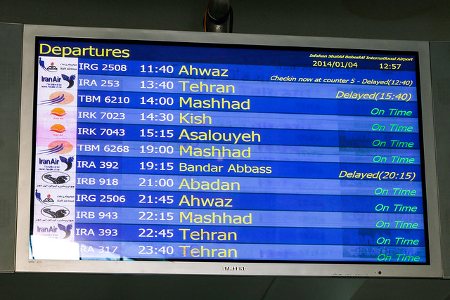 Display board of Isfahan International Airport, Isfahan イスファハン、空港の電光掲示板