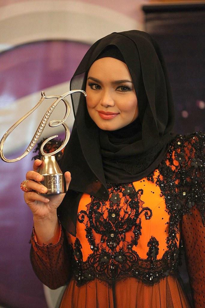 Bella Awards On-stage Winner - Dato' Siti Nurhaliza