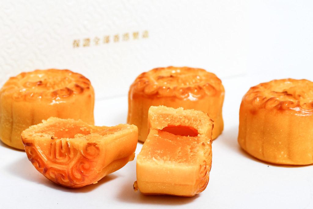 美心月饼:看月饼里的蛋奶冻!!