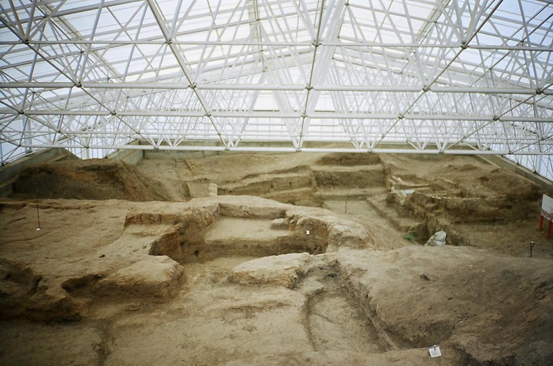Excavation of the large Neolithic site of Çatalhöyük