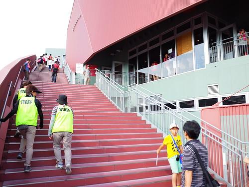 往看台區的樓梯
