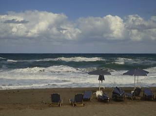 Image de copa cabana Plage d'une longueur de 3676 mètres. autumn sea beach waves windy heavysea greece crete roughsea rethimno roughness