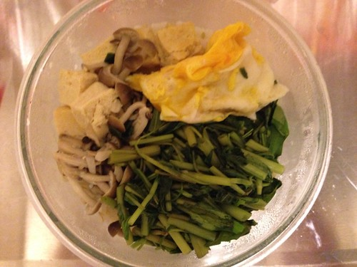 無鹽飲食失敗作XD 炒空心菜、鴻喜菇+煎凍豆腐+煎蛋