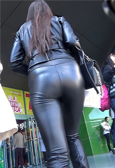 Big ass in tight pants