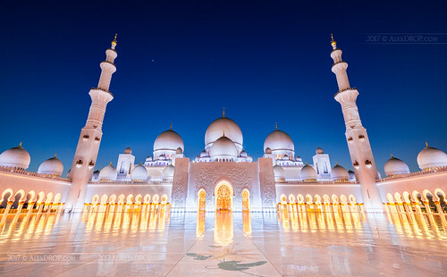 select2017 abudhabi uae emirates bluehour lights travel architecture tower color city wideangle mosque urban nighttime scape circpl canon6d ef16354lis historicalplace best iconic famous mustsee picturesque postcard hdr