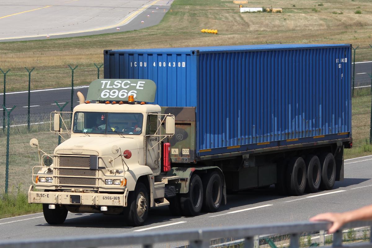 M915A3 Freighliner