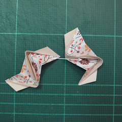 วิธีการพับลูกบอลกระดาษญี่ปุ่นแบบโคลเวอร์ (Clover Kusudama)012