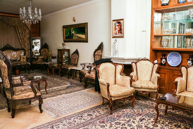 Living room of a  private house in Isfahan イスファハン、民家のリビング