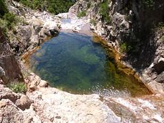 La grande vasque sous le seuil rocheux au départ du canyon du Niffru