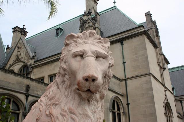 biltmore-estate-lion