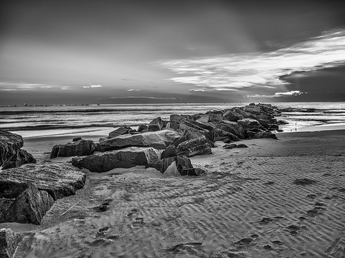 ocean sky blackandwhite bw usa cloud beach water rock sunrise landscape ir dawn unitedstates florida cloudy footprints shore infrared inlet sunrays newsmyrnabeach centralflorida ponceinlet edrosack