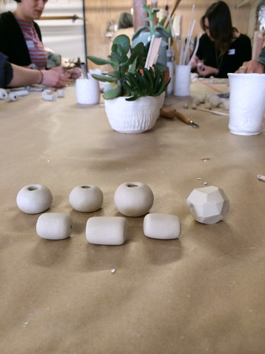 Porcelain bead knitted necklace workshop