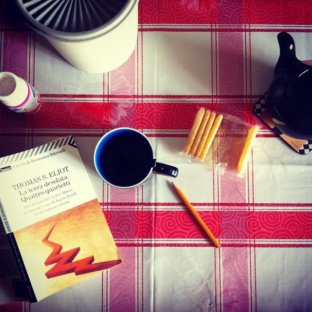 """In my end is my beginning"" #tseliot #fourquartets #thewasteland #poetry #breakfast #breakfastpic #cup #tea #100happyonetadays"
