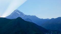 Szczyt Kazbek 5043m. Widok z Stepancminda (Kazbegi).