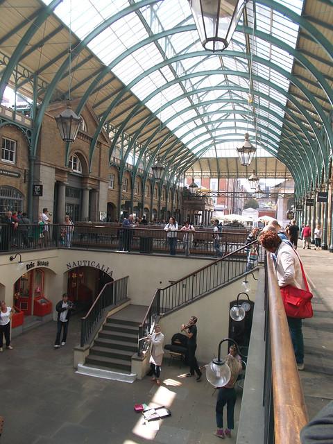 LONDON 0933