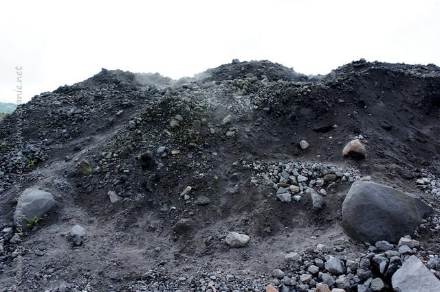 Yogyakarta - Gunung Merapi 4x4 Jeep tour - hot stones