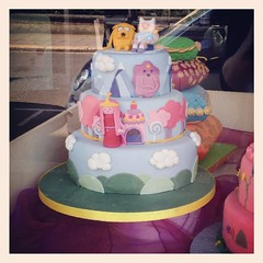 baby shower(0.0), cake(1.0), fondant(1.0), party(1.0), baked goods(1.0), sugar paste(1.0), food(1.0), cake decorating(1.0), birthday cake(1.0), torte(1.0), cuisine(1.0),