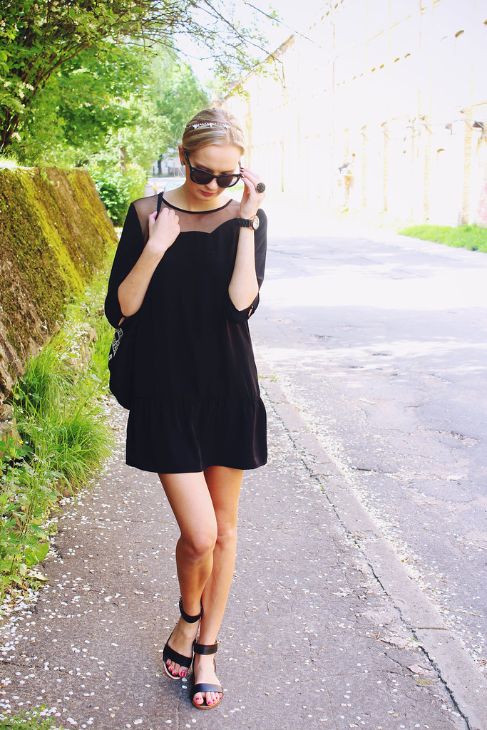 what-to-wear-to-a-summer-festival-black-outfit