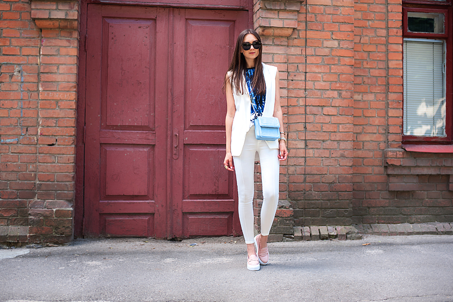 fashion_blogger_ukraine_art_prints_trends_outfit_pastel_bag_total_white_2