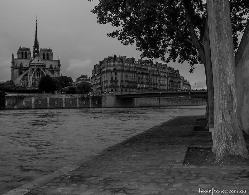 Cathédrale Notre-Dame de Paris - Quai d'Orléans
