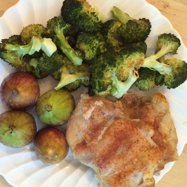 Day 16, #whole30 - dinner (baked chicken, roasted broccoli, & figs)