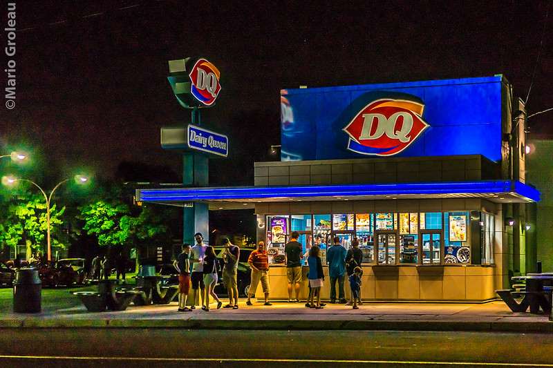Dairy Queen 55 ans au 2650 rue Royale, TR