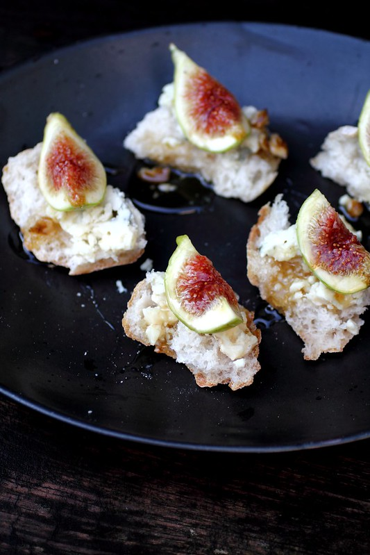 Adventuress : Fig and blue cheese bites