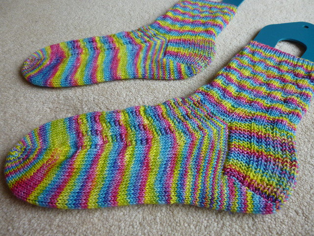finished Gabriola socks (3)