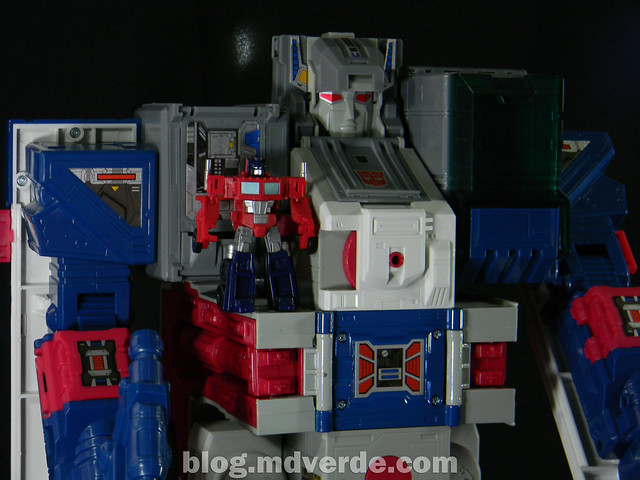 Transformers Fortress Maximus G1 Encore - modo robot vs Optimus Prime Legends