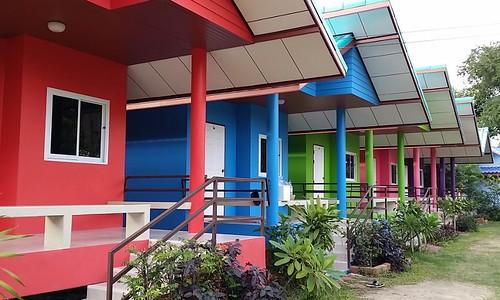 נחמד ששום עיריה לא אומרת לך באיזה צבע לצבוע את הבית