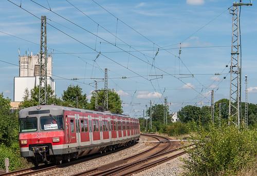 Aufgrund der Verabschiedung eines Kollegen fuhr der Zug gestern von München nach Landshut und zurück, bei der Rückfahrt konnte er in Feldmoching fotografiert werden.
