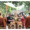 "Pengantin wanita didampingi orang tua, keluarga dan pengiringnya tampak menunggu kehadiran rombongan #pengantin pria.    Ini merupakan salah satu rangkaian yang disebut ""Panggih"" dalam prosesi #perkawinan adat #Jawa.    Ini adalah salah satu foto liputan"