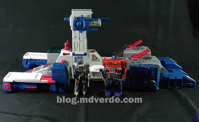 Transformers Fortress Maximus G1 Encore - modo nave vs Cerebros vs Optimus Prime