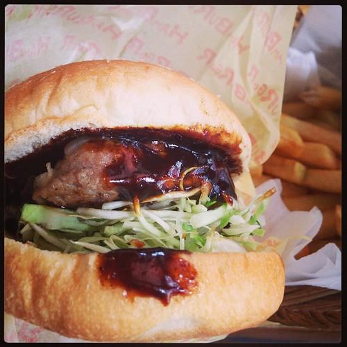 ジャンボバーガーセット。ハンバーガーというよりハンバーグサンドって感じ。これはこれで美味しい。