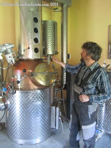 ©Besuch der Destillerie Altenhof Ralf Stelzer erklärt