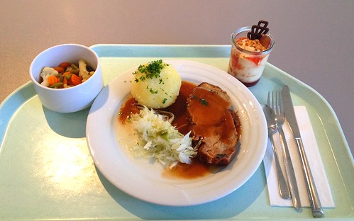 Schweinsbraten in Dunkelbiersauce mit Krautsalat & Kartoffelknödel / Pork roast in dark beer sauce with coleslaw & potato dumpling