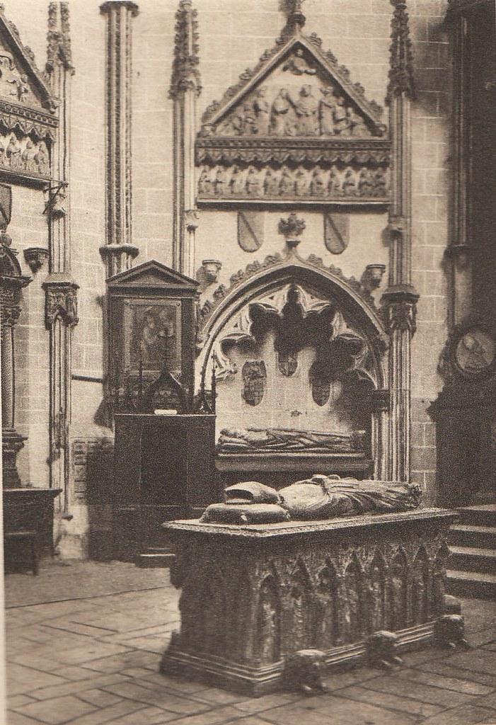 Interior de la Catedral de Toledo a principios del siglo XX. Fotografía de Henri Bertault-Foussemagne  publicada en el libro L´Espagne, provinces du Nord, de Tolède a Burgos de Octave Aubry en 1930