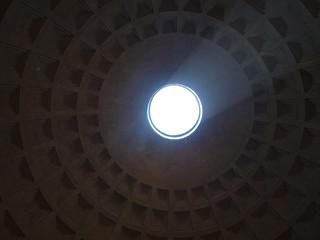 Roma. Luz en el Panteón