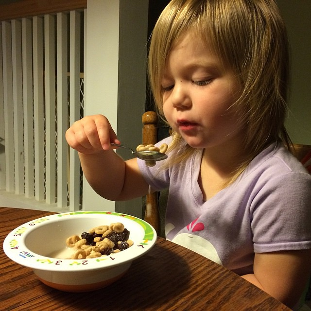 7am: Eating breakfast (Cheerios and raisins with almond milk, her breakfast of choice) #photoanhour #onedaylate